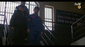 그 남자의 집행 당일, 사형 제도가 폐지되었다.