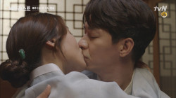 마님과 머슴으로 완벽 변신한 청아와 상훈의 상황극! 그 끝은 달콤한 키스..♥