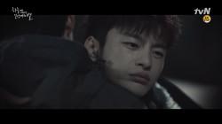 박성웅을 위로하는 서인국 '아저씨 잘 못이 아니에요'