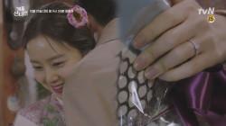 ♥문채원 약지 손가락에 반지♥