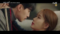이동욱-유인나, 현실 소파 키스! '오늘은 안 지켜줘도 되겠습니까?'