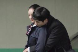 박보검의 '피로회복제' 혜리! 로맨틱 백허그!
