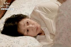 윤여정, 김혜자 이상행동에 치매 확신